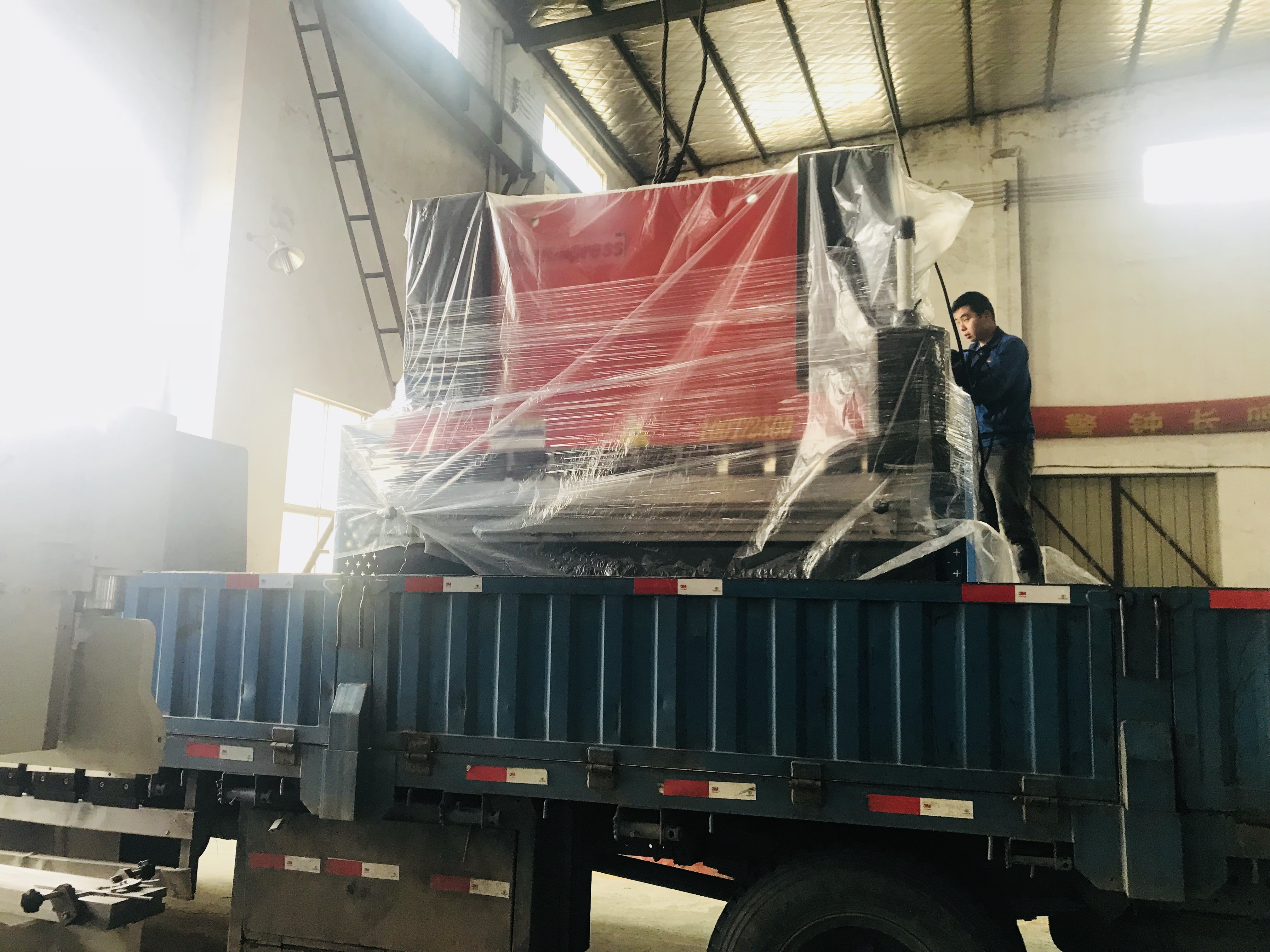 To Vietnam - WC67Y 100T 2500 hydraulic press brake machines delivery out