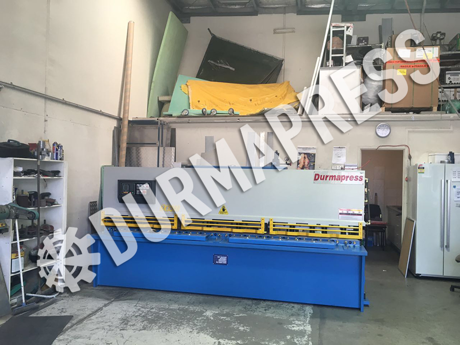 6x3200 hydraulic shearing machine to Australia workshop.jpg